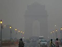 Dense fog, low visibility hit Delhi again, air pollution remains 'poor'